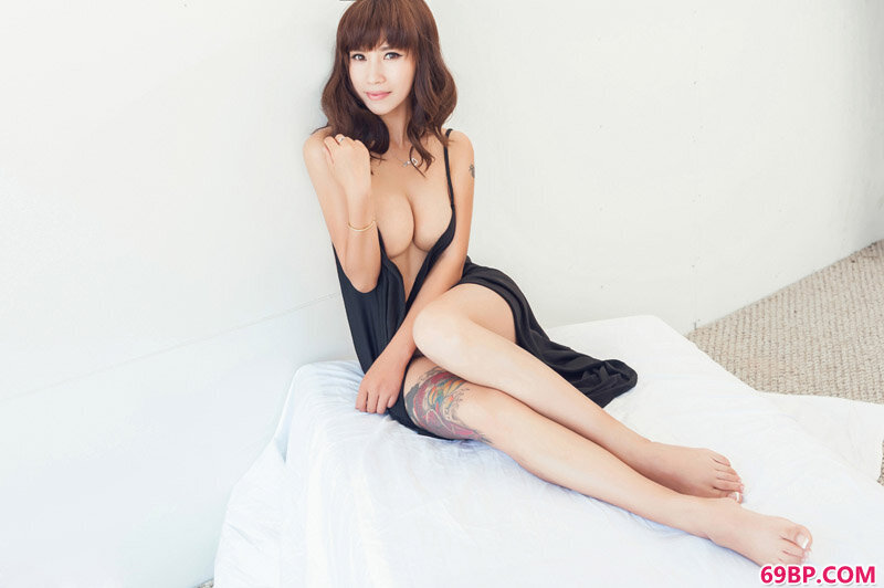 尤果绝色大学生田依依性感纹身图片_肥女下面巨大
