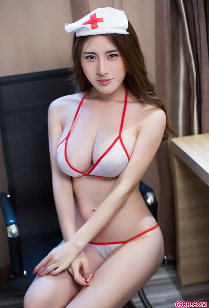 姿色妹妹卓芷伊大尺度护士制服摄影_亚洲成人图片综合网