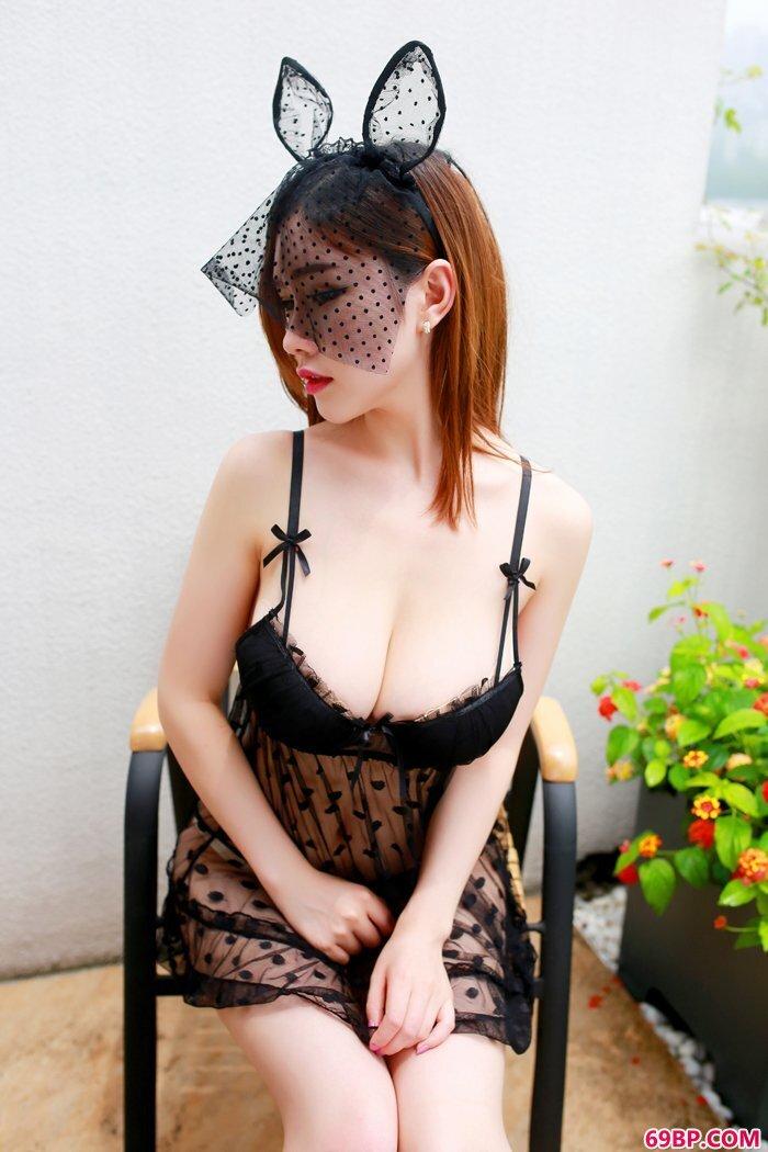 红唇女护士巨奶丰臀好身段无比勾人_gogo人体艺术国模姗姗