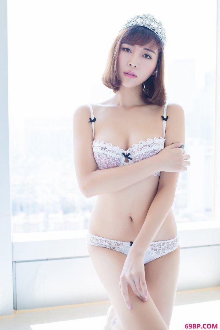 大学生乐乐女王范身材火热霸气外漏_国模秦雪180p尿