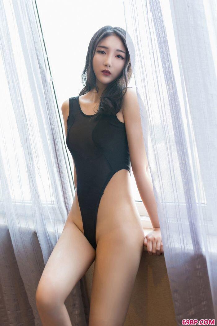丝袜美人艾迪透明内裤美胸若隐若现_美女人体艺术图