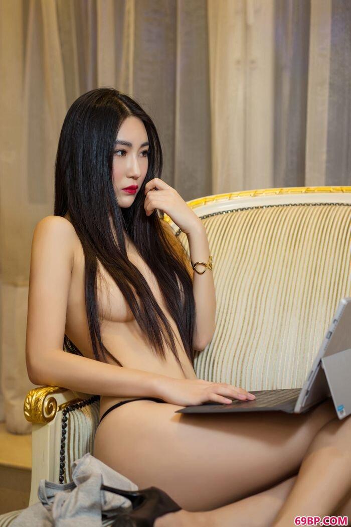 女秘书瑷妮透明装上演最美湿身诱人_美国人禽交ooo