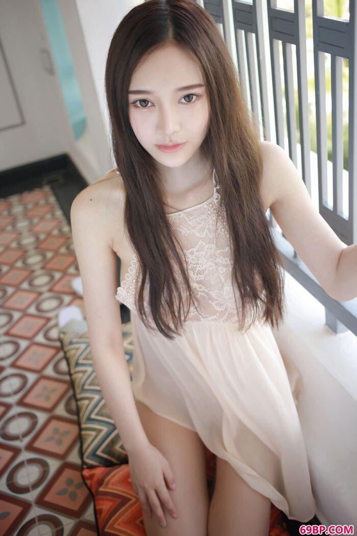 模范御姐唐琪儿薄透短裙酥胸依稀可见_国产系列20p