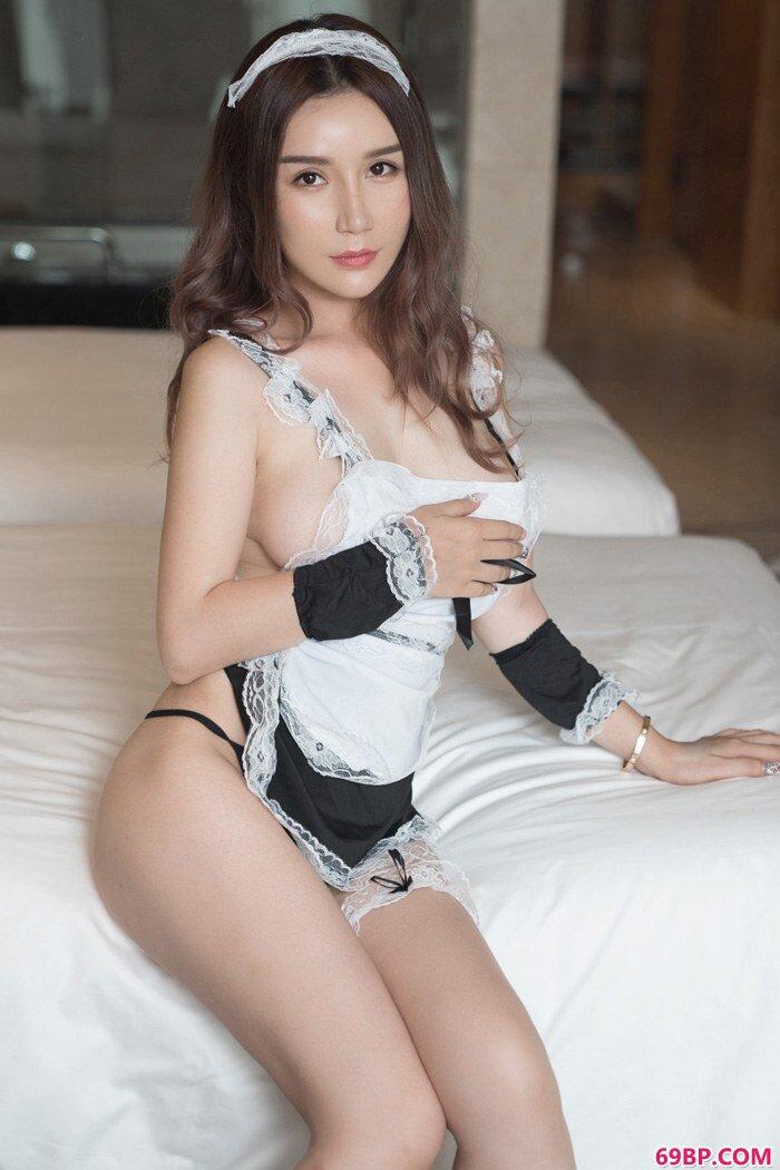 美人陈秋雨制服丝袜巨乳呼之欲出_欧美日韩亚洲国产天堂