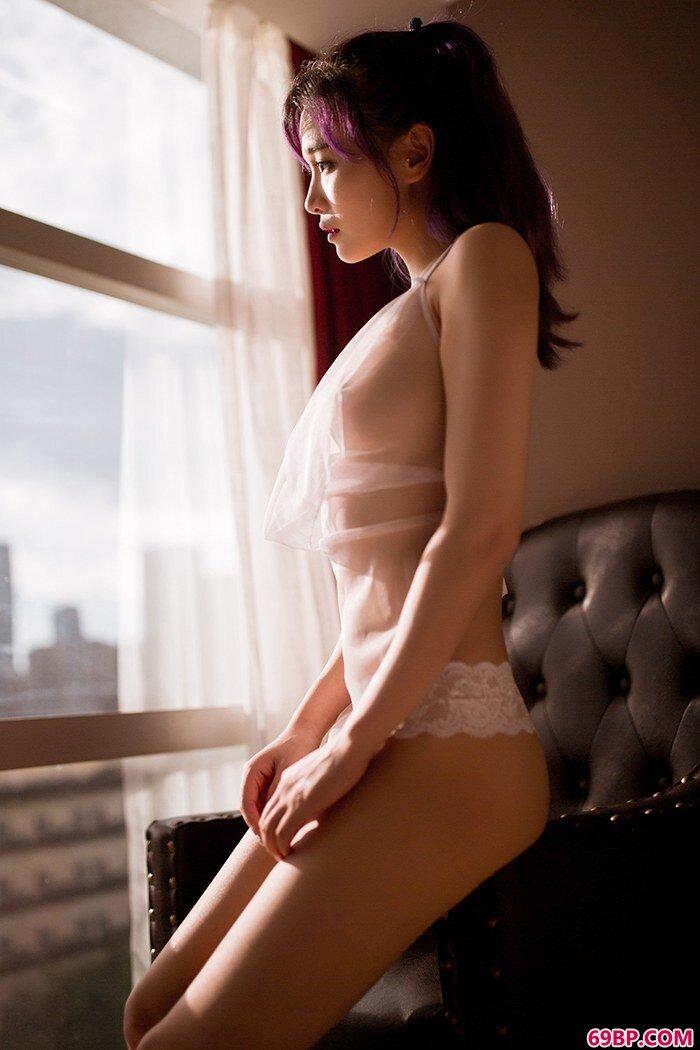 肥臀美美妇饱满酥胸让人浮想联翩_萝的第一次很嫩很紧