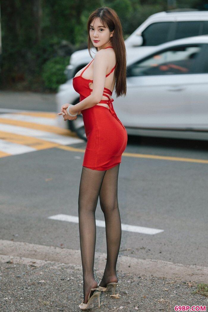 美丽嫩模易阳半裸围裙盖不住一对G奶_美女欣赏