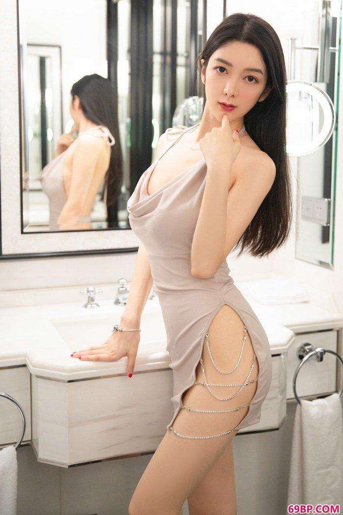 绝品女神小热巴美腿白皙臀翘身材好_国模季�h粉红150