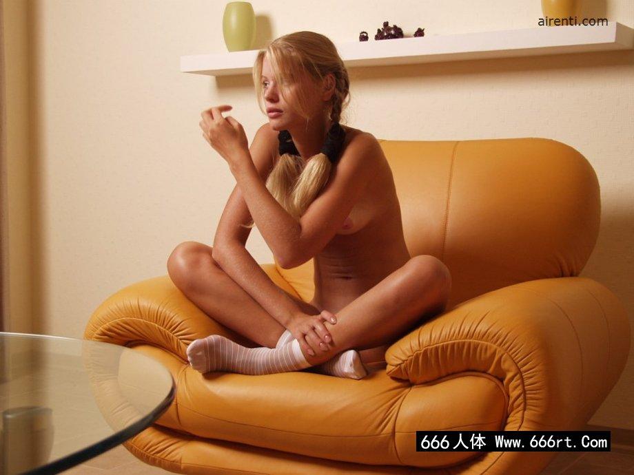 美媛馆中国人体艺术照,棚拍长头发且骨干的美洲超模Andrea