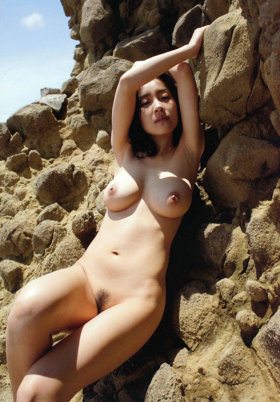 丰润的少女神�S坂�{外拍人体,博客国外美女人体艺术