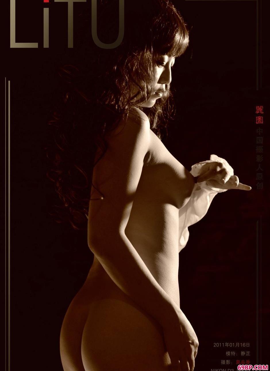 美模静芷写真棚内的卷发美体_中国裸体艺术