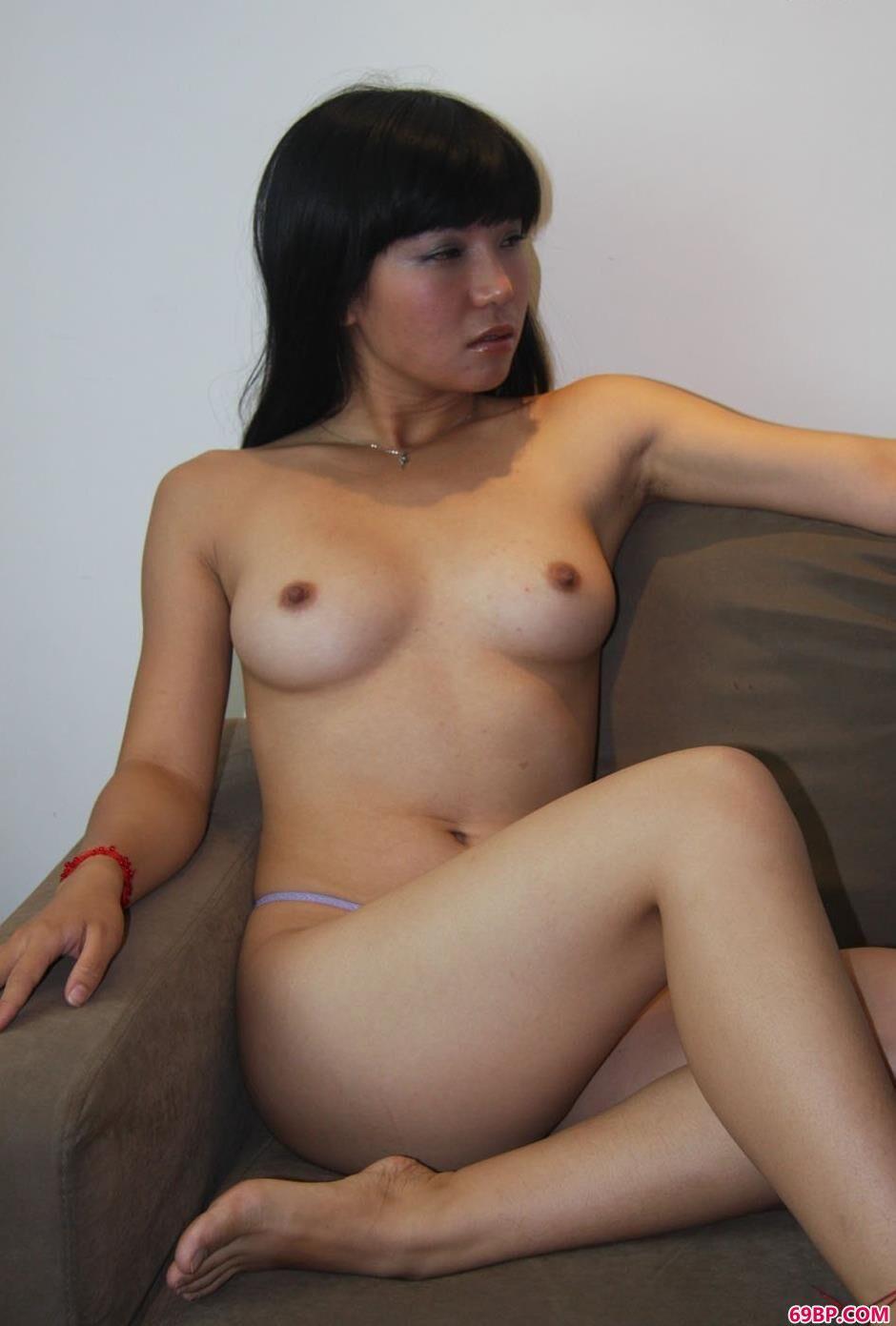 裸模小Y大床上的撩人美体2