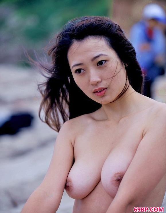 白领办公室人妻22p_嫩模瑶瑶大海上的石头大秀美丽身材