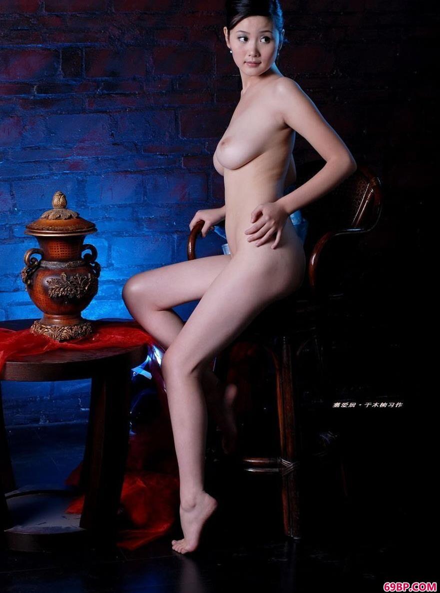 裸模丫头室拍高跟勾魂美体_337P欧洲大胆图片