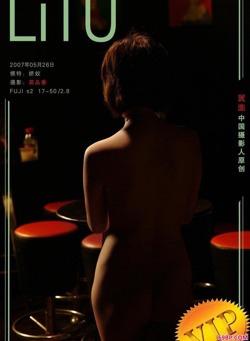 娇姣酒吧里的人体1,torrent人体艺术