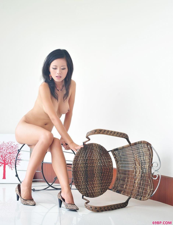 阿娇喜庆的装饰1_俄罗斯大胆人体艺术