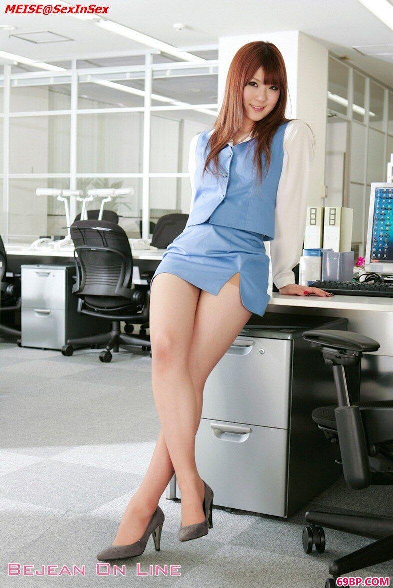 丰腴风骚职场OL女性人体图