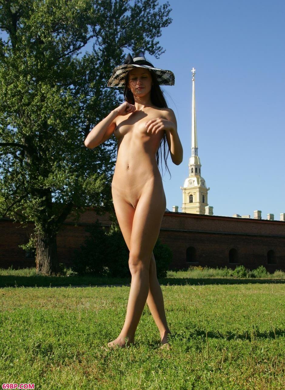 美模玛丽亚Maria城堡前的美丽人体,gogo老年女人体艺术