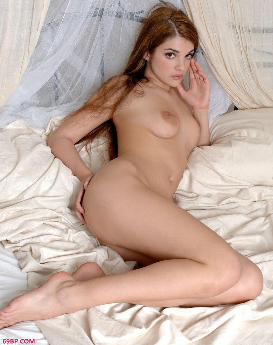 名模Evalina床上的清纯勾魂美体