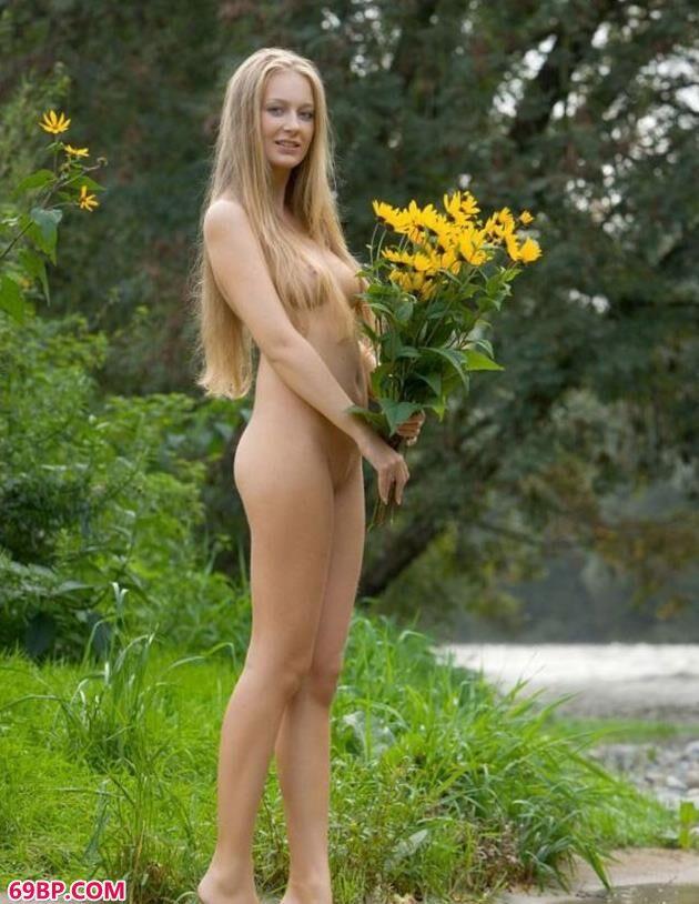 韩国动态人体艺术,俄罗斯超模弗罗伦丝户外拍黄花人体