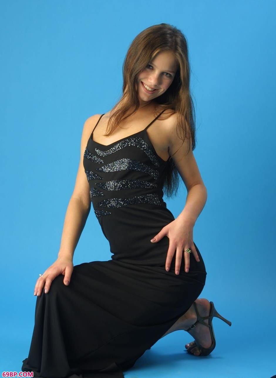 MYSTERIA黑裙好身材_sarina
