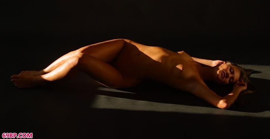 SweetDevil室内光影人体,广西美女色炮150p图