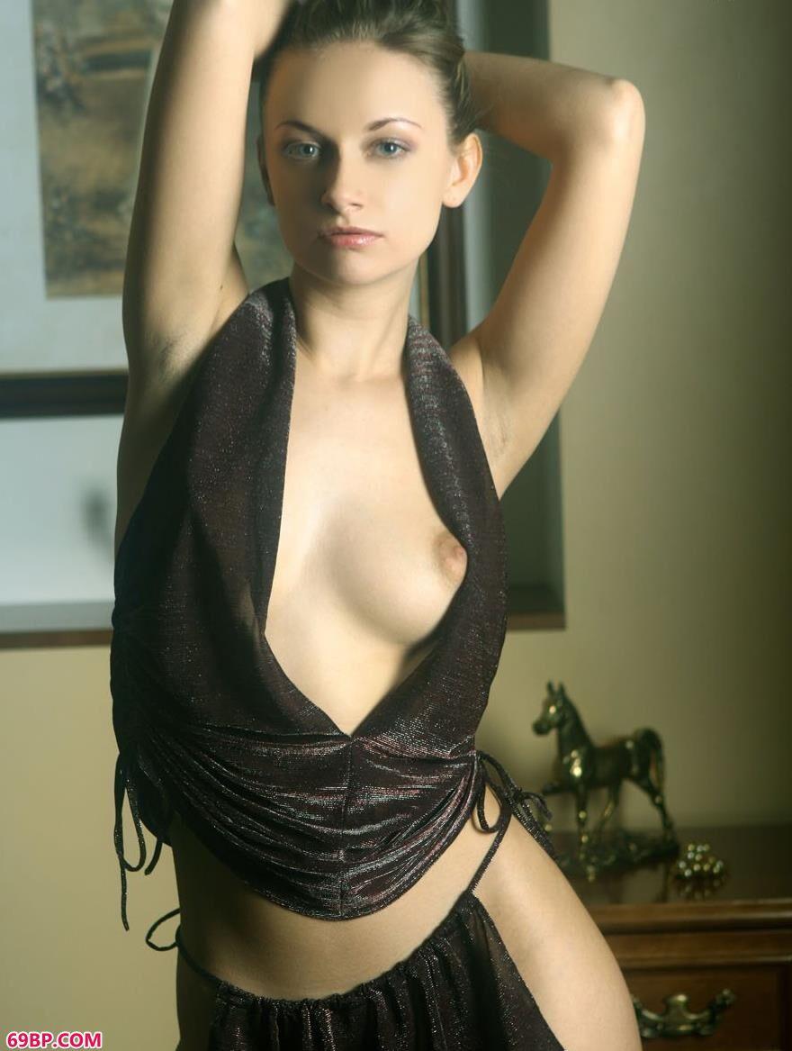 外国美人琳达室内人体艺术2