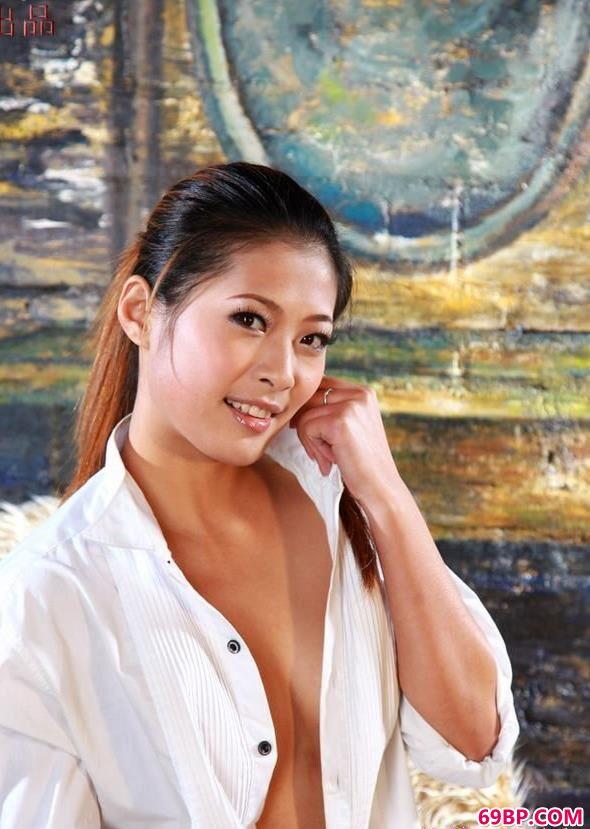 秘社网站_微笑的靓丽人体SALIN