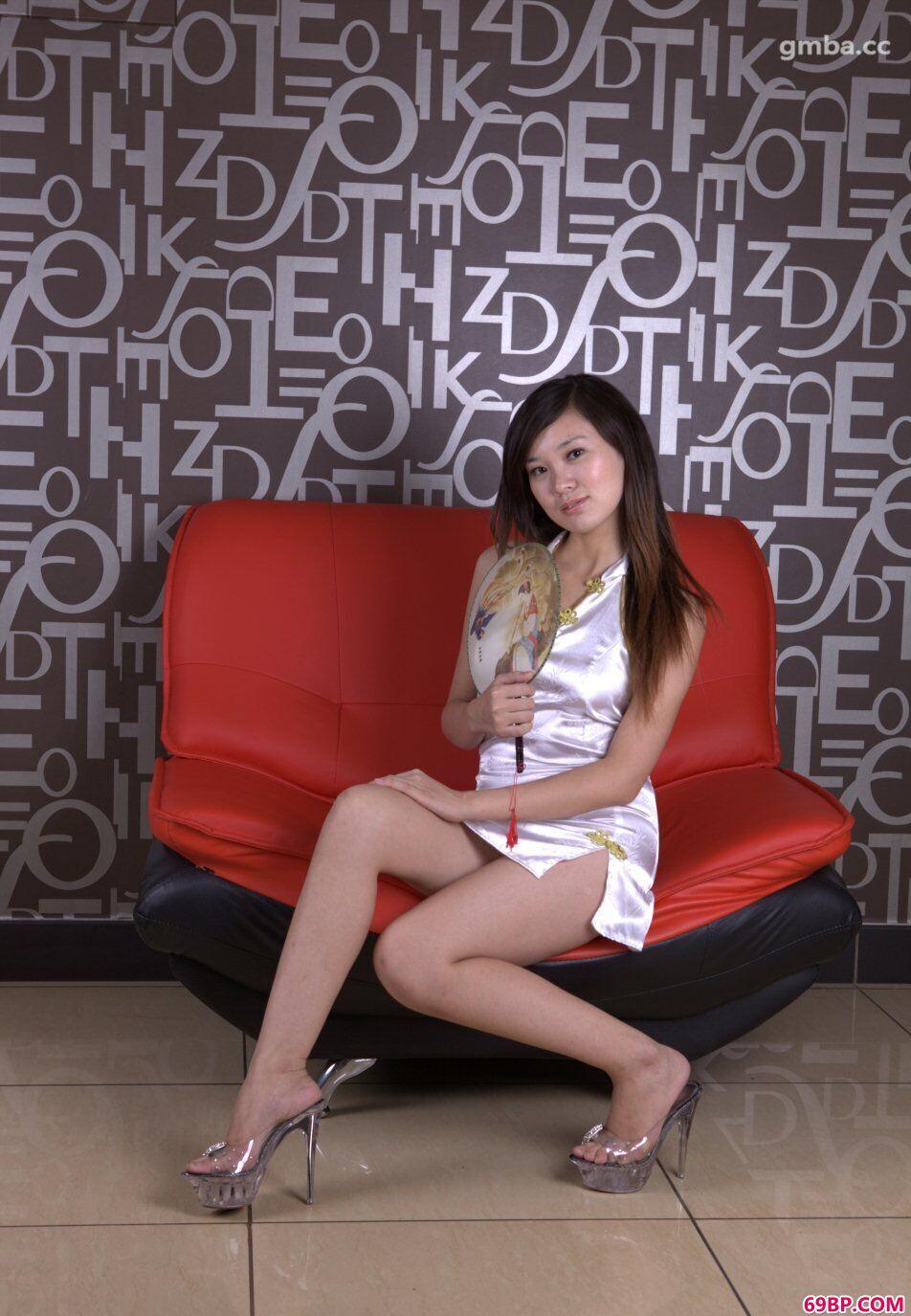 唐朝旗袍妹子模特烨雪无圣光约拍人体图片