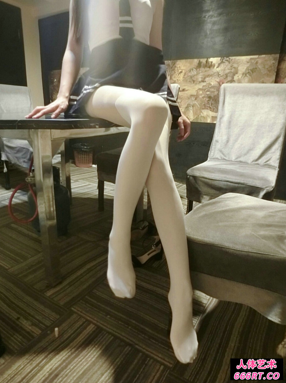 隔壁小姐姐全身一丝不挂穿白丝露出摄影