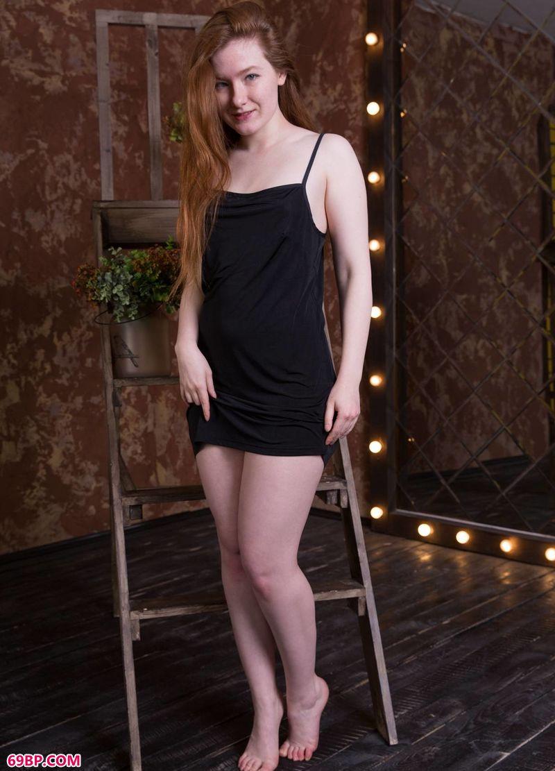 丰盈的红发女人Anicka
