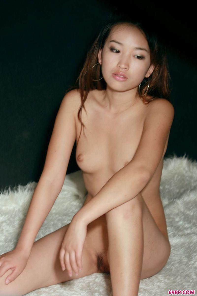 人体艺术张筱雨展阴,模特艺艺羊毛毯人体作品