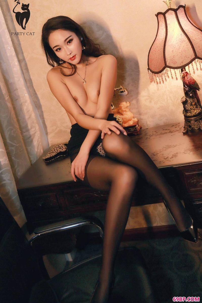 人体艺术37tp人体艺术摄影_靓丽的豹纹姑娘